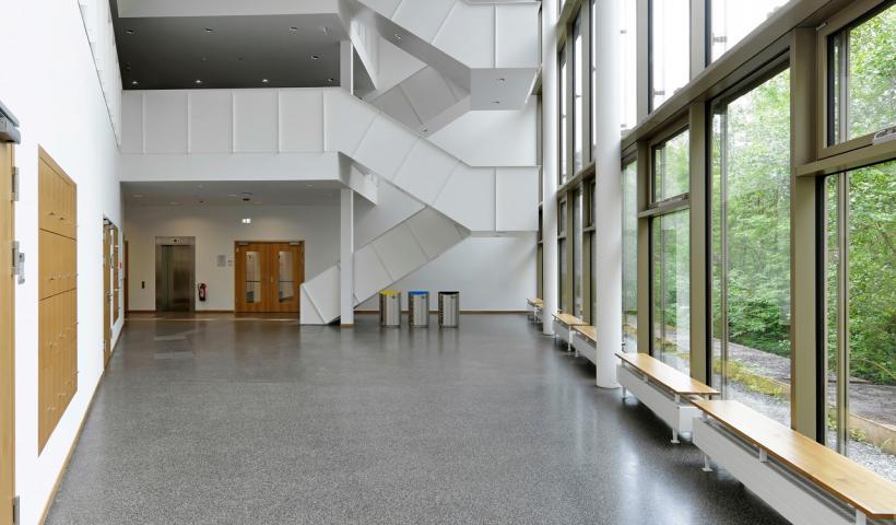 terrazzoboden pavinodisar vario ist ein individueller zementgebundener mit frei wahlbaren zuschlagstoffen und farbigem bindemittel terrazzo aufarbeiten